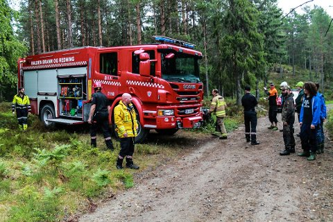 ØKER BEREDSKAPEN: Ved flere steder i Norge har Sivilforsvaret måtte tre inn for å bistå Brannvesenet i slukkearbeidet. Her ved en brann ved Ørsjøen i Halden tordag.