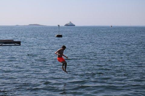 KAN BLI SMITTET: Høy badetemperatur i indre og ytre Oslofjord har ført til en oppblomstring av bakterier som kan gi alvorlig sykdom. Nå ber Folkehelseinstituttet folk ta sine forholdsregler.