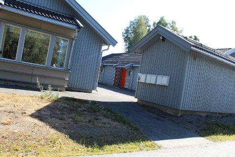 FORTVILER: Beboere i omsorgboligene i Bankveien i Rygge fortviler over forholdene og hevder det er lite oppfølging fra kommunen på stedet.