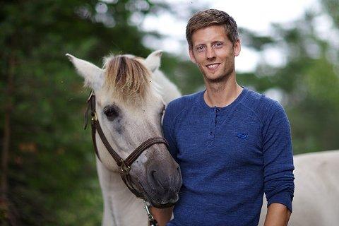 NY SESONG: Gaute Grøtta Grav har ledet de aller fleste Farmen-sendingene. Nå jakter de på en ny gård, gjerne langs kysten i Østfold til en ny sesong av den populære TV2-serien.