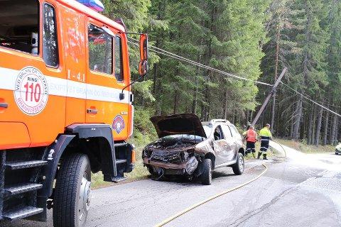 AV VEIEN: En personbil traff en lyktestolpe da den kjørte av veien i Våler tirsdag ettermiddag.