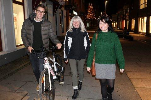 RULLER VIDERE: - De som er sintest i debatten, er ikke nødvendigvis representative for byen, sier Benedicte Lund, David Medeiro Danielsen og Nina Wagner (t.h.) i MDG.