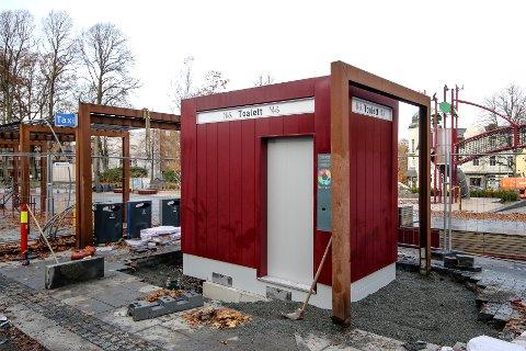 Det nye toalettet endelig på plass.