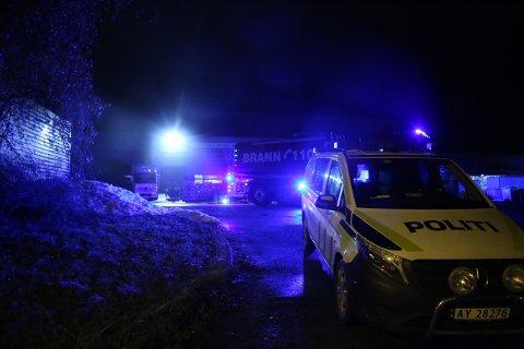 BRANN: Det var eierne selv om meldte fra om brann i en bobil på Solgaard skog natt til lørdag. Brannvesenet fikk raskt kontroll.