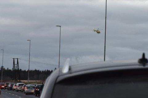 En luftambulanse har lettet fra ulykkesstedet.