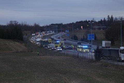 KØ: Det har blitt en del køer på E6 ved Vestby i forbindelse med en trafikkulykke. Flere biler skal være involvert.