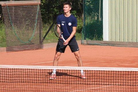 TALENT: Jonathan Berling (17) bidro sterkt til at Moss Tennisklubb vant NM-gull for lag i helgen.