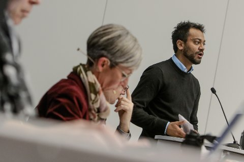 SPARETILTAK: Ordfører Hanne Tollerud (Ap) foreslår en rekke kutt i politikerlønningene i sin instilling til kommunestyret. Partikollega Shakeel Rehman (Ap) mener at det er uheldig at et sittende kommunestyre bevilger sine egne lønninger.