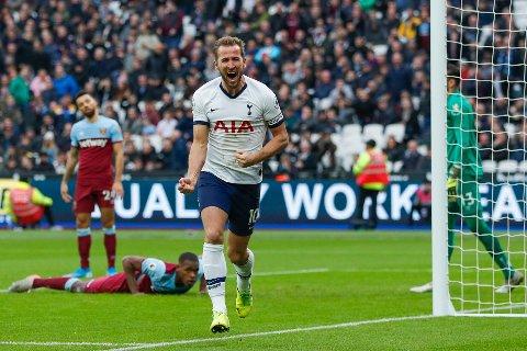 Tottenham's Harry Kanejubler etter å ha scorets Spurs' tredje mål mot West Ham. (AP Photo/Frank Augstein)