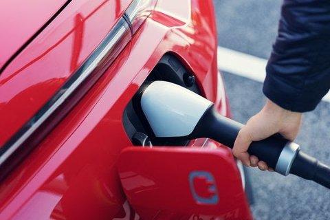 TIPS: Norsk elbilforening kommer med tips til hvordan ladingen skal bli så effektiv som mulig når du skal ut på veien i jula.