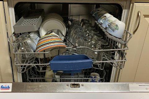 FEIL: Det kan være best å ikke skylle juleoppvasken, i motsetning til hva denne brukeren har gjort. Foto: Halvor Ripegutu