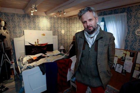 DØD: Ari Behn (47) er død. Venner og kjente rundt ham er i sorg. Her fra en utstilling på Soli Brug.