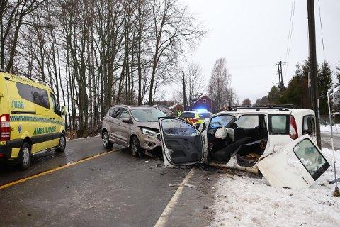 RYGGE: Store materielle skader etter front mot front-ulykken på Ryggeveien.