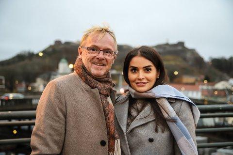 TAXISJÅFØR?: Per Sandberg og kjæresten Bahareh Letnes har nylig flyttet til Halden. Nå avslører Sandberg at han har søkt jobb som taxisjåfør.
