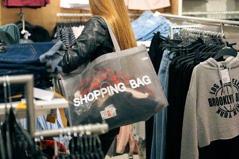 STUPER: Prisfallet på klær bidro sterkt til at prisene falt i Norge i januar.
