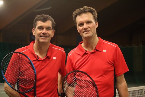 KLARE: Petter Svendsen (t.v.) og Ole Jørgen Henæs gleder seg til tennis-NM for veteraner.