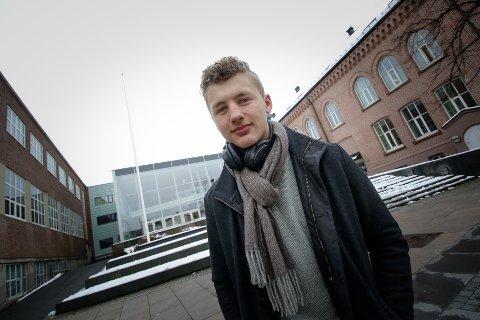 I TENKEBOKSEN: Fylkesleder Audun Hals Butenschøn i Østfold Natur og Ungdom har ikke bestemt seg for om han skulke skolen 22. mars for å delta i klimastreiken.