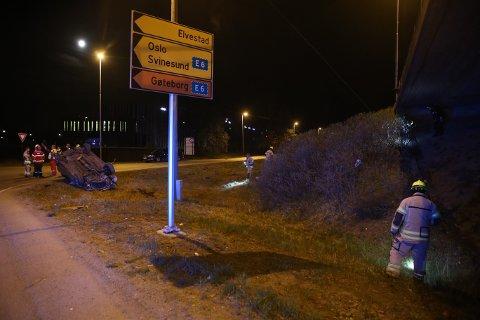 DØDSULYKKE: En mann i 20-årene fra mossedistriktet omkom i en alvorlig bilulykke natt til søndag.