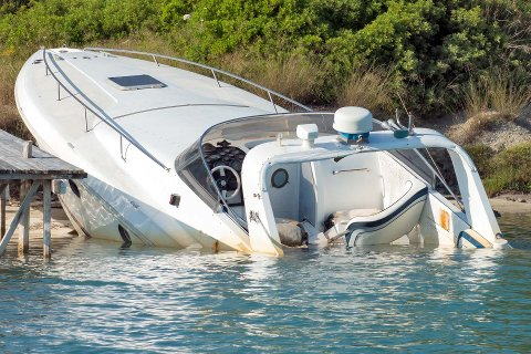 UNDER VANN: Hele 12.219 fritidsbåter ble i fjor registrert hos norske forsikringsselskap med skader.