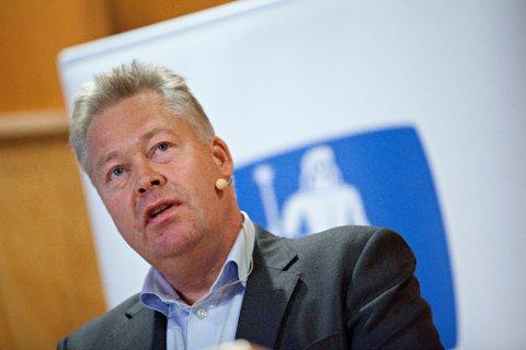 VARSLER HØYERE PREMIER: Gjensidige-sjef Helge Leiro Baastad.