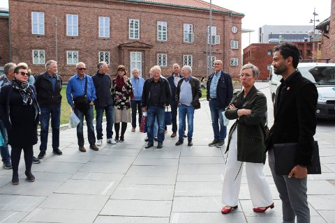 TESTET: Ordfører Hanne Tollerud og Shakeel Rehman tok med 32 medlemmer av Seniorgruppa til Moss Ap på seniortesting av byen. SVEIP OVER OG SE FLERE BILDER.