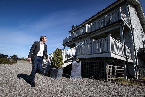 BOLIG FOR ELDRE: Niklas Eriksen (Frp) vil ha omsorgsboliger på Varden, i så fall ved å rive dagens bygning og bygge nytt.