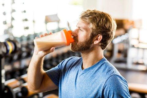 PROTEINSHAKE: Hvis du får i deg for mye BCAA, kan det påvirke serotonin-nivået i kroppen din. Det kan igjen føre til økt appetitt, overspising og overvekt.