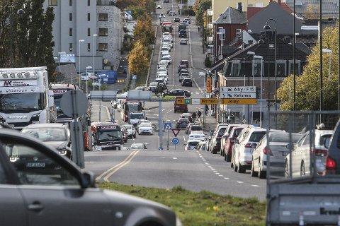 Tett trafikk: Artikkelforfatter minner om premissene for trafikk-tiltak.
