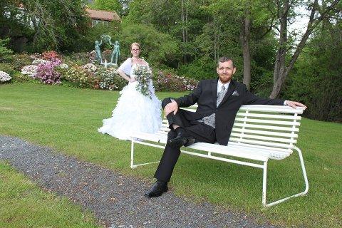 GIFT: Olafur Páll Edvardsson på krakken med kona Jona Hlin Gudjonsdottir i bakgrunnen.