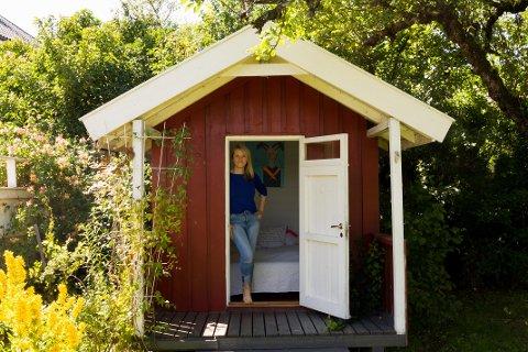 MINIHUS TIL LEIE: Susanne Schandy har leid ut deler av hjemmet sitt, inkludert dette minihuset i hagen, til både turister og nordmenn.