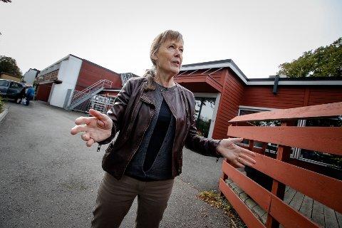SIKKER I SIN SAK: Irun Dahl Elverum er overbevist om at moren Pauline på 95 år har blitt frastjålet både kontanter og sølvsmykker fra sitt rom og hjem på Melløs bo- og servicesenter.