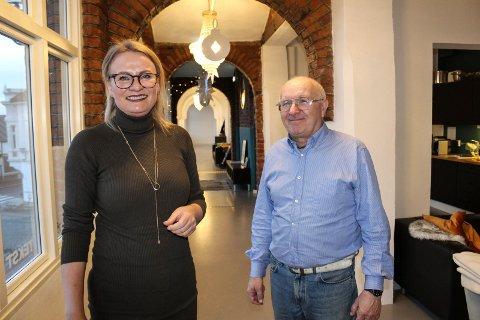 VINNERTEAM: Sverre O. Sandbye gleder seg til å jobbe i  reklamebyrået Storybold AS. Onsdag signerte han kontrakt med daglig leder og tekstforfatter Inger Marie Spange.