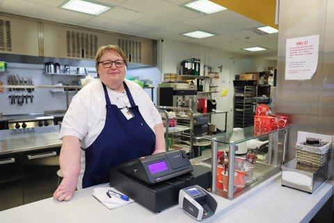TATT GREP: Ann Karin Sagbakken, driftsleder i kantina påpeker at rutinene er et jevnlig tema blant de ansatte, og at kantina har satt inn flere tiltak etter klagene.