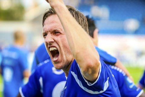 Tilbake til Eliteserien: Kjetil Berge skriker av glede etter sitt tredje opprykk til eliteserien. To med Sarpsborg 08 og et med Sandefjord. Foto: Thomas Andersen