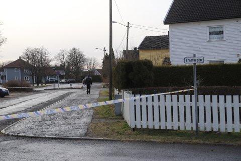 Søndag formiddag er kriminalteknikere er på plass ved Framveien etter et mulig overfall natt til søndag.