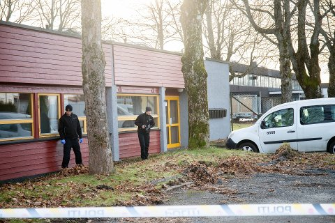VOLDTEKT: Krimteknikere var på plass på Melløs søndag etter at en kvinne anmeldte en overfallsvoldtekt.