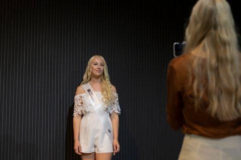 FINALIST: Ina Kollset fra Svinndal har det siste året ifølge seg selv jobbet beinhardt for å bli Miss Norway 2020. Lørdag avgjøres det hele.