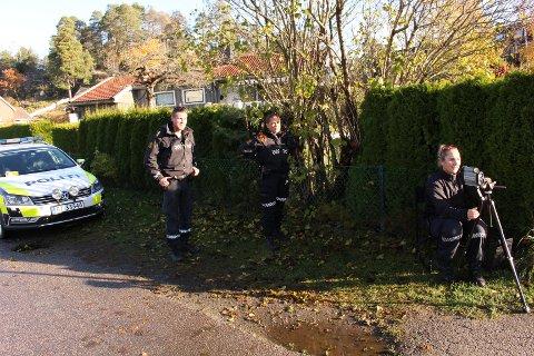FARTSKONTROLL: UP-betjentene Espen, Nora og Frøydis målte farten til trafikantene i Osloveien torsdag formiddag.