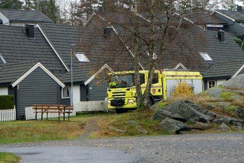 Brannbilen forlot stedet da det viste seg å være røykutvikling fra et sikringsskap.