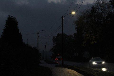 MØRKT: Strekningen på Mosseveien har vært mørklagt i nesten en måned.