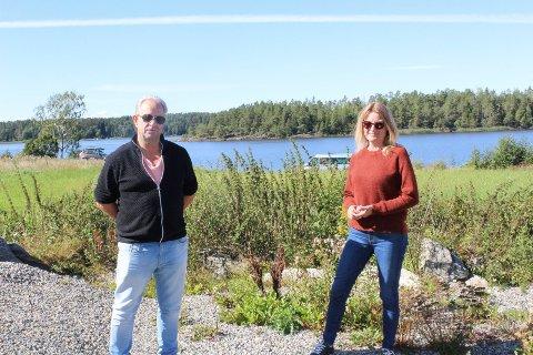 LYTTET:  Kommunalsjef Bent Melleby og Anne-Grete Øyehaug i Våler kommune var blant dem som tok imot forslag til bruk av eiendommen Ros Mellom under Åpen dag tidligere i høst.