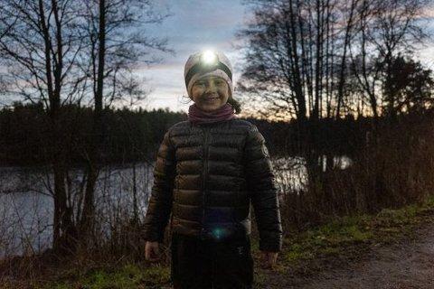 HODELYKTSAFARI: Hva med å ta med barna på hodelyktsafari i nærskogen i adventstiden? Både spennende i seg seg selv, og man kan gjøre det om til en skattejakt.