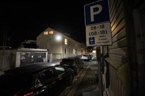 PARKERINGSSKIVE: Nå trenger du parkeringsskive i bilen for å stå på kommunale p-plasser med tidsbegrenset parkering.