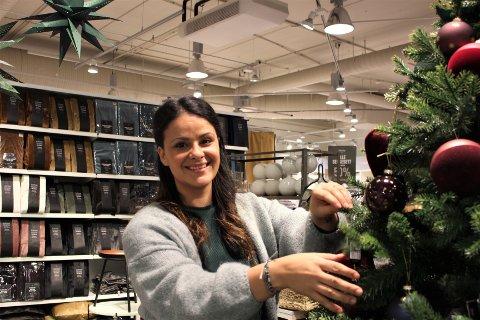 TREND: Det er kjøpt mange myke presanger hos KID den siste tiden, blant annet dyner av resirkulert materiale, forteller Paula Molon som er daglig leder.