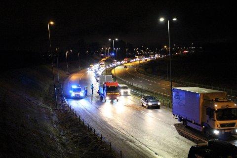 ÅPNET: Europaveien ble åpnet klokken 18.34 etter å ha vært stengt en lengre periode. Det hadde dannet seg lange køer på E6 retning Rygge.