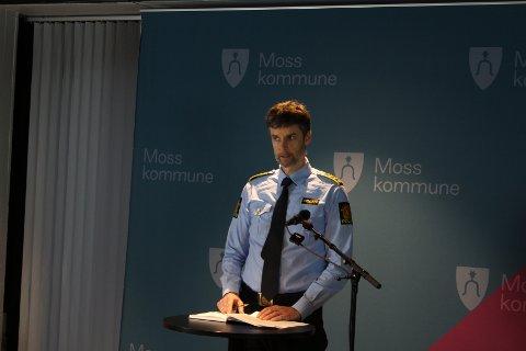 ØNSKER TIPS: Politistasjonssjef Henning Dahlby oppfordrer publikum til å kontakte dem på 02800 om det er åpenbare brudd.