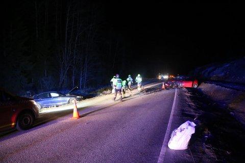 KOLLISJON: To biler har kollidert på fylkesvei 120 i Våler søndag kveld.