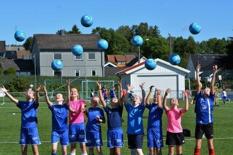 PÅ BELLEVUE: Sprint-Jeløy er en av flere klubber i distriktet som har hatt suksess med Tine Fotballskole i en årrekke.