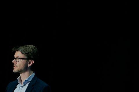 KORONA: Kommuneoverlege i Moss Kristian Krogshus mener at de strenge tiltakene mossinger har levd med en stund har bidratt til å redusere smittespredningen. Han tror vi må stålsette oss for å leve med strenge smitteverntiltak en stund til.
