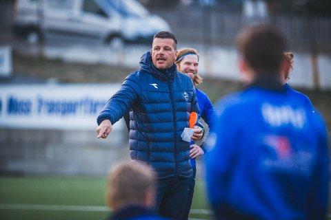 SVARER: Moss Avis tok en prat med Sprint-trener Gard Hellgren Kristiansen om samarbeidet i mossefotballen.